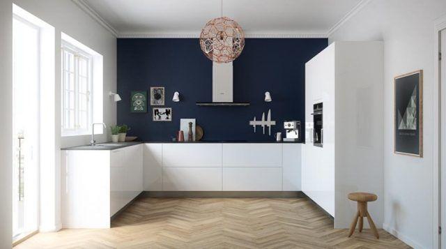quelle-couleur-de-mur-pour-une-cuisine-bleu-marine-parquet-chevron