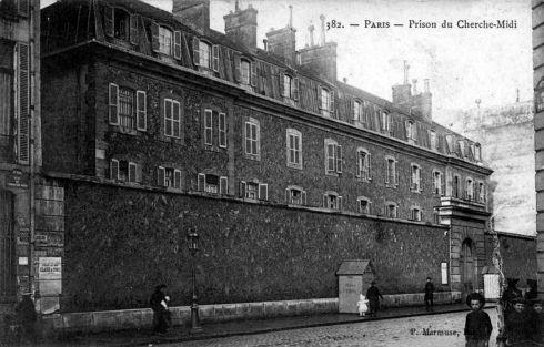 Prison rue du Cherche Midi dans le 6ème arrondissement, à hauteur de la rue du Regard en 1910