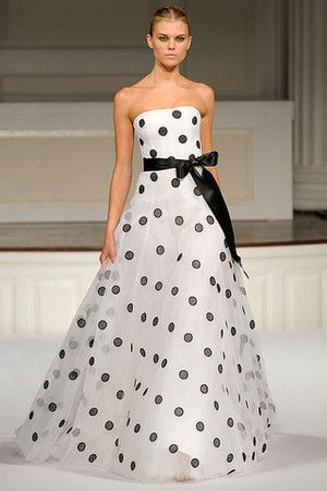 Oscar De La Renta RTW Spring 2011 White and black polka dot ball gown.... Wow wish I had a place to wear this at : )