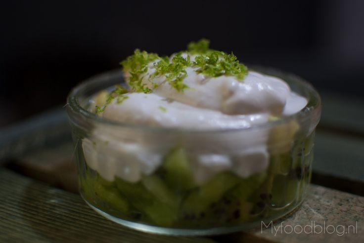 Dit dessert met kiwi is glutenvrij, suikervrij en veganistisch, maar smaakt heerlijk. Dit terwijl je slechts 3 ingrediënten nodig hebt!
