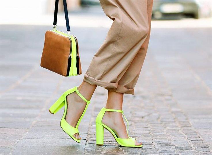 Неоновая обувь