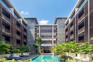 Le Grande Bali Uluwatu located in Jl. Raya Uluwatu Block 5 within the Pecatu Indah Resort complex about 15 minutes from Ngurah Rai international Airport. It is a luxury retreat offering a full spectrum of service providing everything from tranquility to rejuvenation.
