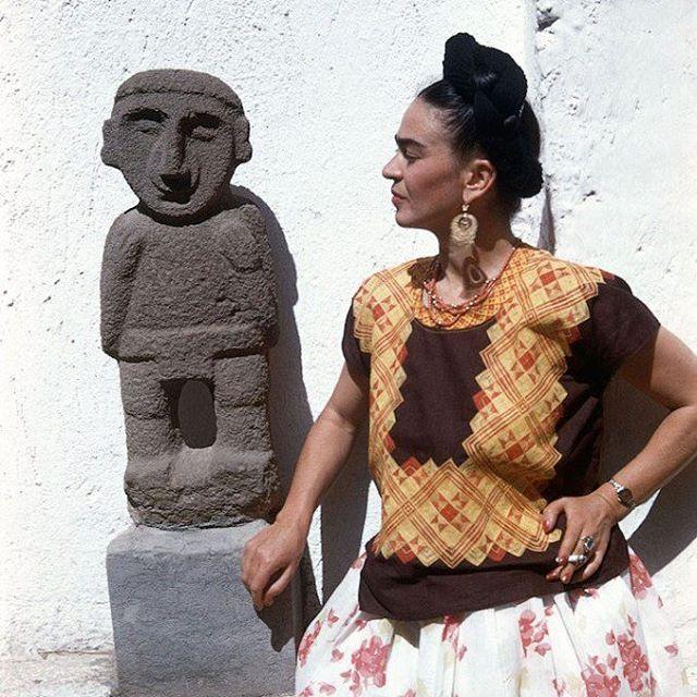 """""""Nothing is absolute. Everything changes, everything moves, everything revolves, everything flies and goes away"""" - Frida Kahlo  Frida címmel felolvasószínházi fantáziát mutatnak be a zsámbéki Zárdakertben július 8-án!"""