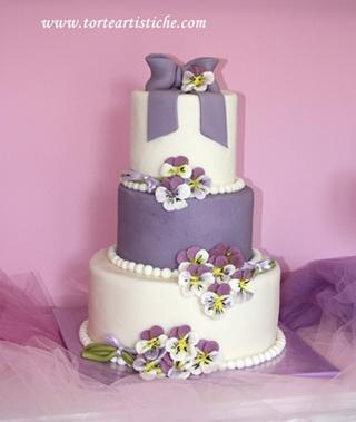 Torta nuziale lilla con panse'