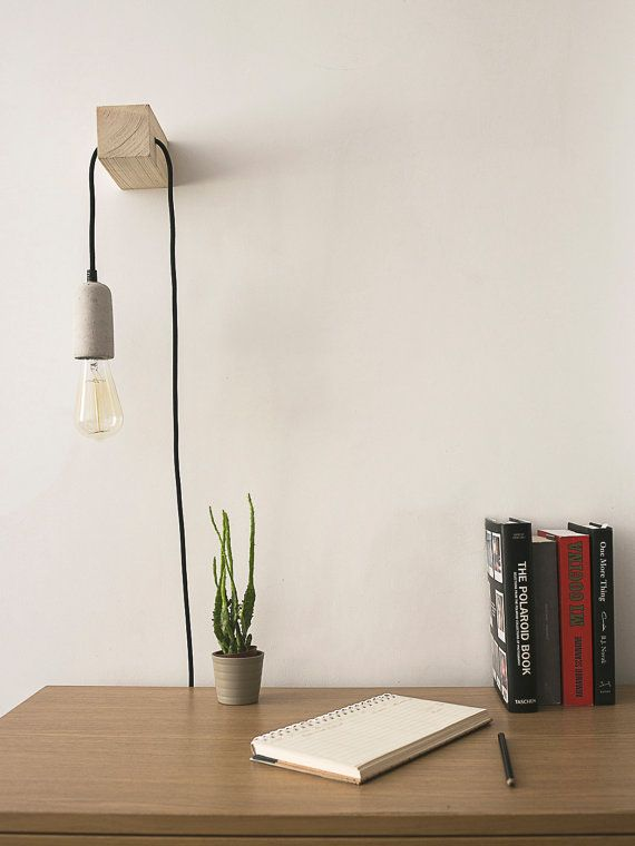 Minimal designed & handmade lamp. A perfect fit for your desk or night stand. It includes a carbon filament bulb that provides a soft and warm light to your space. Great for giving some nice touch to your house decor, its a conversation starter! This lamp is versatile, it can function as a nightstand light, a focal point on a special wall or the light provider on your reading nook. *You can choose between different cords colors and lightbulbs styles* /// Lámpara de diseño minimalista hec...