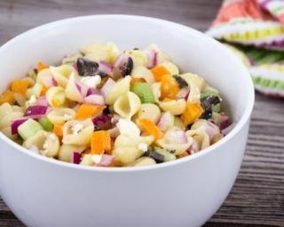 Salade minceur de mini pâtes aux crudités : http://www.fourchette-et-bikini.fr/recettes/recettes-minceur/salade-minceur-de-mini-pates-aux-crudites.html