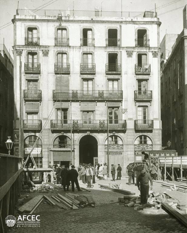 Carrer Ample 71, el primer edifici enderrocat per a obrir la Via Laietana, Barcelona, 1908