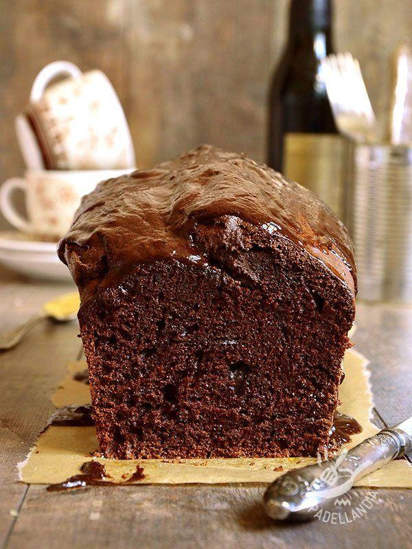 Plumcake dark chocolate - Se adorate i plumcakes non potete perdervi il re, il Plumcake al cioccolato nero. Maestoso, buonissimo, scenografico: sarà un successone! #plumcakealcioccolato
