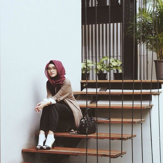 Puteri Hasanah Karunia - Forever 21 Sling Bag, Stradivarius Socks, Forever 21 Heels - Sit down
