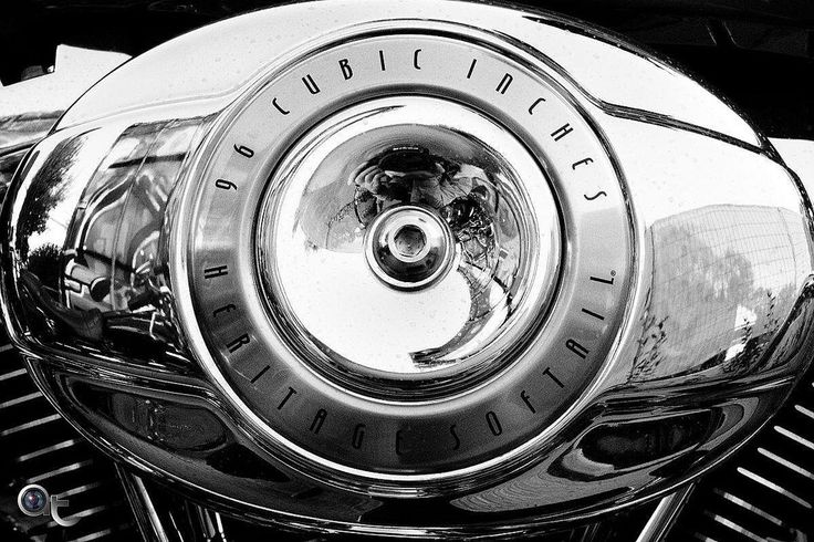 96 Cubic Inches - #vintage #bike #selfie #nikontop #nikonphoto_ #andreaturno #reflection @andreaturno