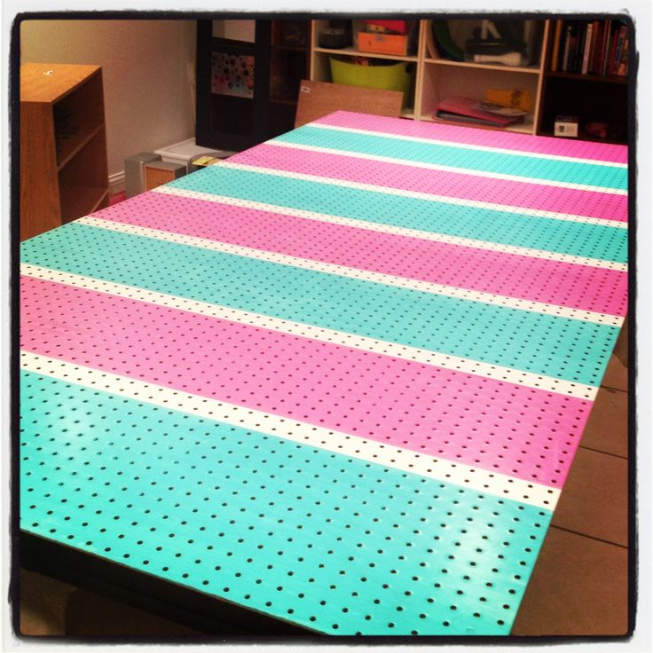 Painted pegboard! This is a must have in my craft room!!!