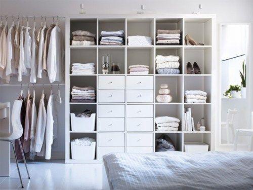 Vous souhaitez créer un dressing dans une chambre et avec un petit budget ? Voici 19 idées que vous ayez une petite pièce ou ou pas.