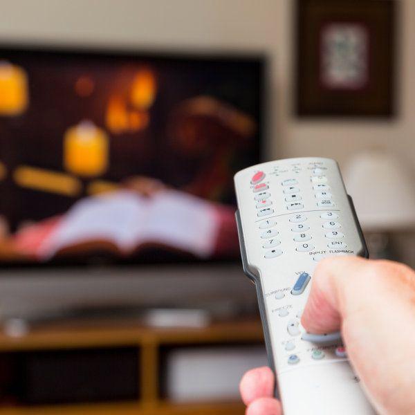 СБУ заблокировала трансляцию 20 запрещенных на Украине российских каналов | РИА Новости
