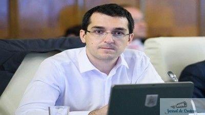 Fostul ministru al Sănătății, Vlad Voiculescu, a declarat la Europa FM că o bună parte din dosarul penal constituit pe numele medicului urolog Mihai Lucan reprezintă informații furnizate procurorilor DIICOT de Corpul de Control al instituției, în 2016. Vlad Voiculescu spune că în cele 7 luni și jumătate de mandat, inspectorii Ministerului au trimis anchetatorilor ...
