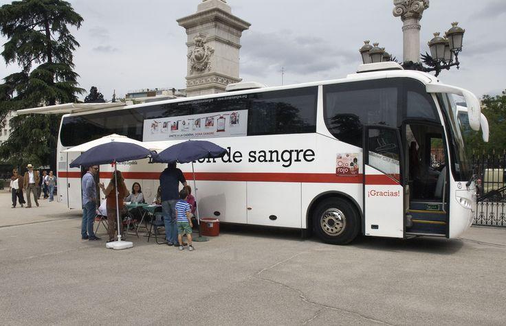 13/06/15 Autobús de donación de la Cruz Roja. Foto © Jorge Aparicio/ FLM15