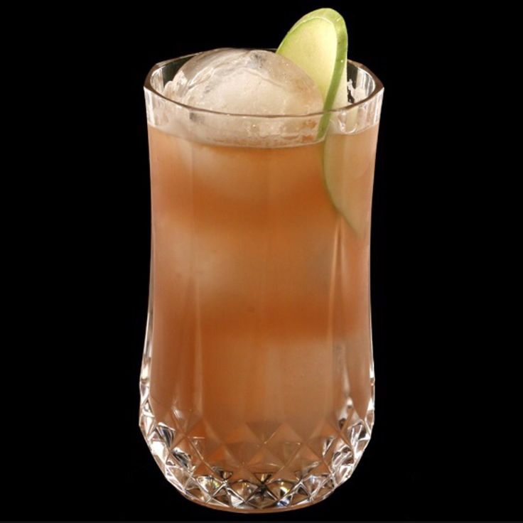 Brazilian Soul Vaso: highball Método: shake, doble colado Ingredientes: 1 1/2 oz cachaça #Brasilia 3/4 oz licor de manzana #Nordpol 2 oz zumo de pera 1 oz zumo de naranja 1/4 oz jarabe @sanzcocktails frutos del bosque Garnish: lamina de manzana  #LuisInchaurraga #Cocteleria #Jarabes #Sanz #Cocktails #revista #Mixología #Mixology #cocktail #bartender #mixologist #flairbartending #falir #cafe #coffee #coctelera #receta #jarabe #tiki #Blog #Sirope #Syrup #Falernum #tikimug #Madrid #tikilovers