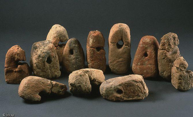 Pesons de tisserand trouvés dans des fosses de rejet avec de la céramique de la Tène, Thorigné-Fouillard (Ille-et-Vilaine), 2006.