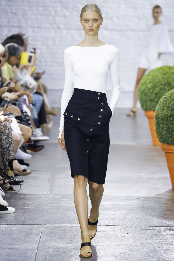 See the complete Tibi Spring 2017 Ready-to-Wear collection.