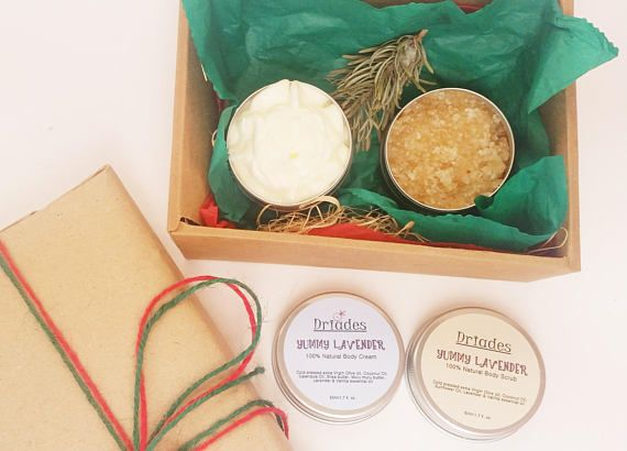 Organic, #vegan #spa gift set. Vanilla & lavender essential oils body sugar scrub and shea body butter. Natural, aromatherapy spa gift set. Christmas gift for all your loved ones. Handmade with #Love by #Driades #etsyseller #herbalbodycare #vegancarepackage #bodybutter #bodycream #sheabodybutter #bodyscrub #bodypolish #sheascrub #coconutoilscrub #naturalgiftset #beautygiftset #bodycare #giftsformom #giftforbestfriend #beautygift #naturalskincare #etsyshop…