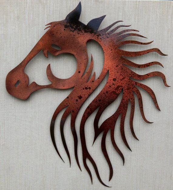 Cette tête de beau cheval est 20 « x 19 » fini avec une patine brune et noire et puis désactivez couché. Couleurs peuvent varier légèrement.