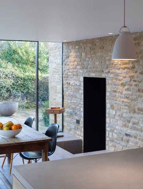 The fixed structural glass was fitted framelessly into the stone wall of the glass extension by IQ Glass