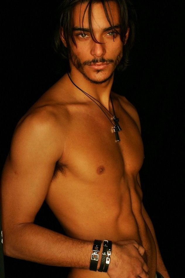 Pedro Perestrello. This is sooo a 10 for me. The look in his gorgeous eyes, the bronzed tone to his skin, the bling, a little hair hanging down, and placement of his hand, his abs....someone stop me before I burst into flames!