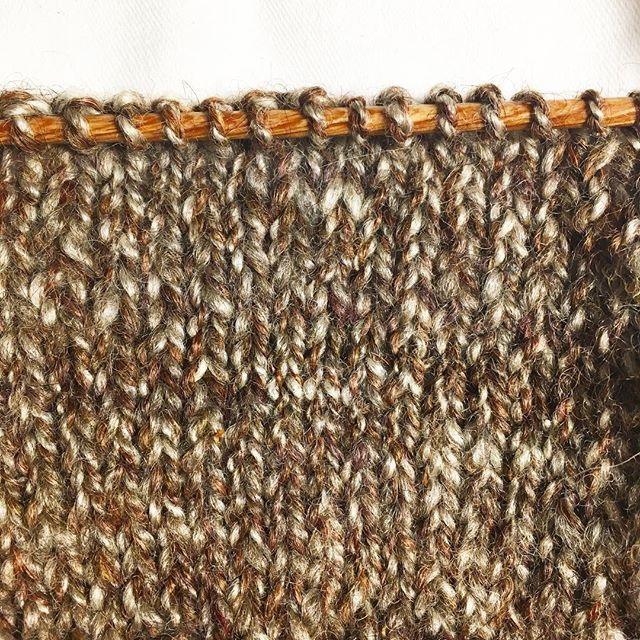 Had you noticed I love working with hand-spun yarn? This one is alpaca plied with BFL. I just love the texture the marl gives it makes plain stockinette a joy.  ______ #handspunyarn #handspun #igspinners #spinnersofinstagram #indiedyer #handknit #texture #knitstagram #wemakeyarn #makersmovement #slowfashion #fibreart #yarnlove #britishwool #alpaca #bfl