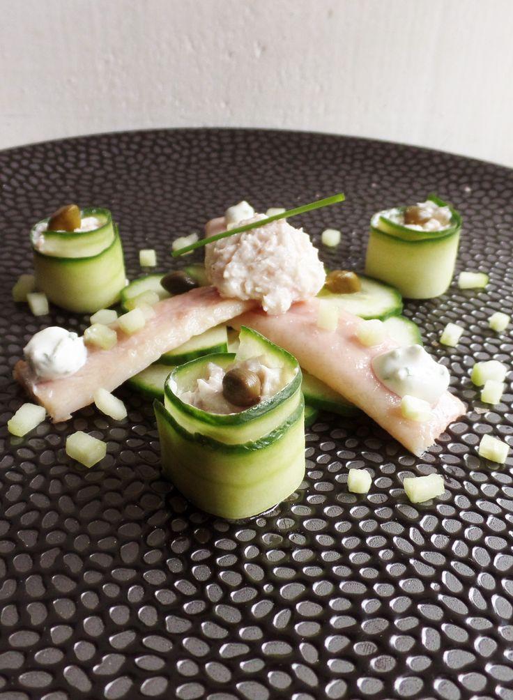 Lekker gerechtje van gerookte paling met komkommer. Palingmousse met komkommerrolletjes. Lekker als voorgerecht