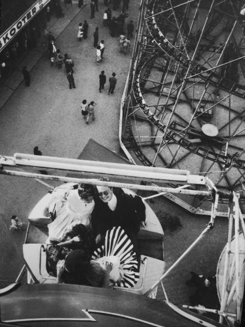 Izis Bidermanas, Fête le 14 juillet, Paris, 1957