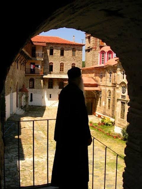 Μοναχός στην Ιερά Μονή Κωσταμονίτου / Monk at the Holy Monastery of Konstamonitou