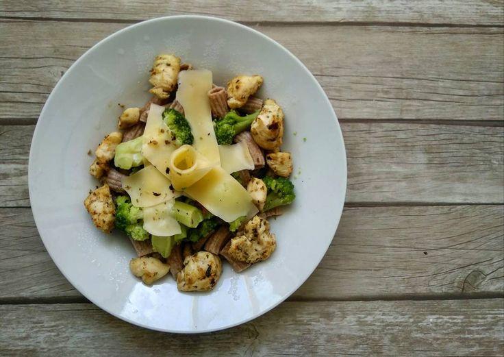 69 отметок «Нравится», 3 комментариев — СЕМЬЯ ❤ ДЕТИ 🎠 РЕЦЕПТЫ 🍰 (@nadyachizhova) в Instagram: «Мой #обед Зерновые макароны, брокколи, курица и сыр 🍽  #бешенаясушка13 #бс13 #бешенаякухня…»
