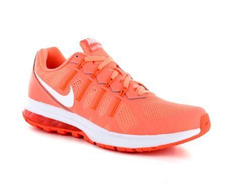 De zalm roze Nike Air Max Dynasty womens is een opvallende en zeer sportieve trainingsschoen voor dames. De zichtbare Air Max-unit in hiel biedt je samen met de binnenzool een aangename demping. De Flywire-kabels omhullen je middenvoet voor een dynamische ondersteuning en zekere pasvorm. Het bovenwerk van meshmateriaal zorgt voor een verkoelend effect en natuurlijk …