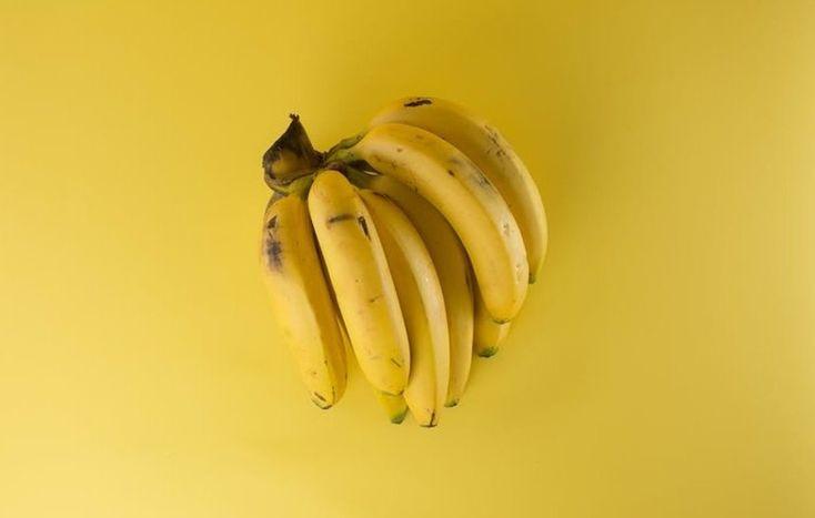 Viete, aké banány a jablká kupujete? Zorientujte sa v ich pôvode podľa značiek.  Štvormiestny kód - Plody vypestované konvenčným spôsobom (napríklad 4020)  Päťmiestny kód začínajúci sa číslom 9 - Organicky vypestované plody (94020)  Päťmiestny kód začínajúci sa číslom 8 - Geneticky modifikované plody (napríklad 84020)  Viac na zena.sme.sk