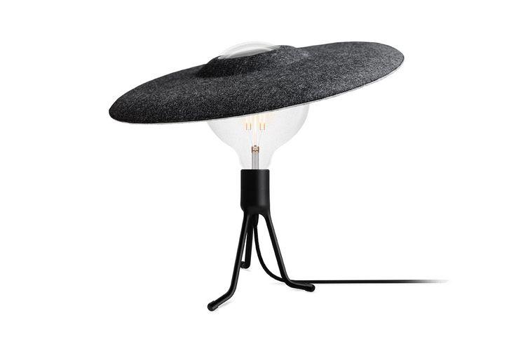 Een handig hoedje van vilt van Vita. Geschikt voor staande alsook hangende lampen.
