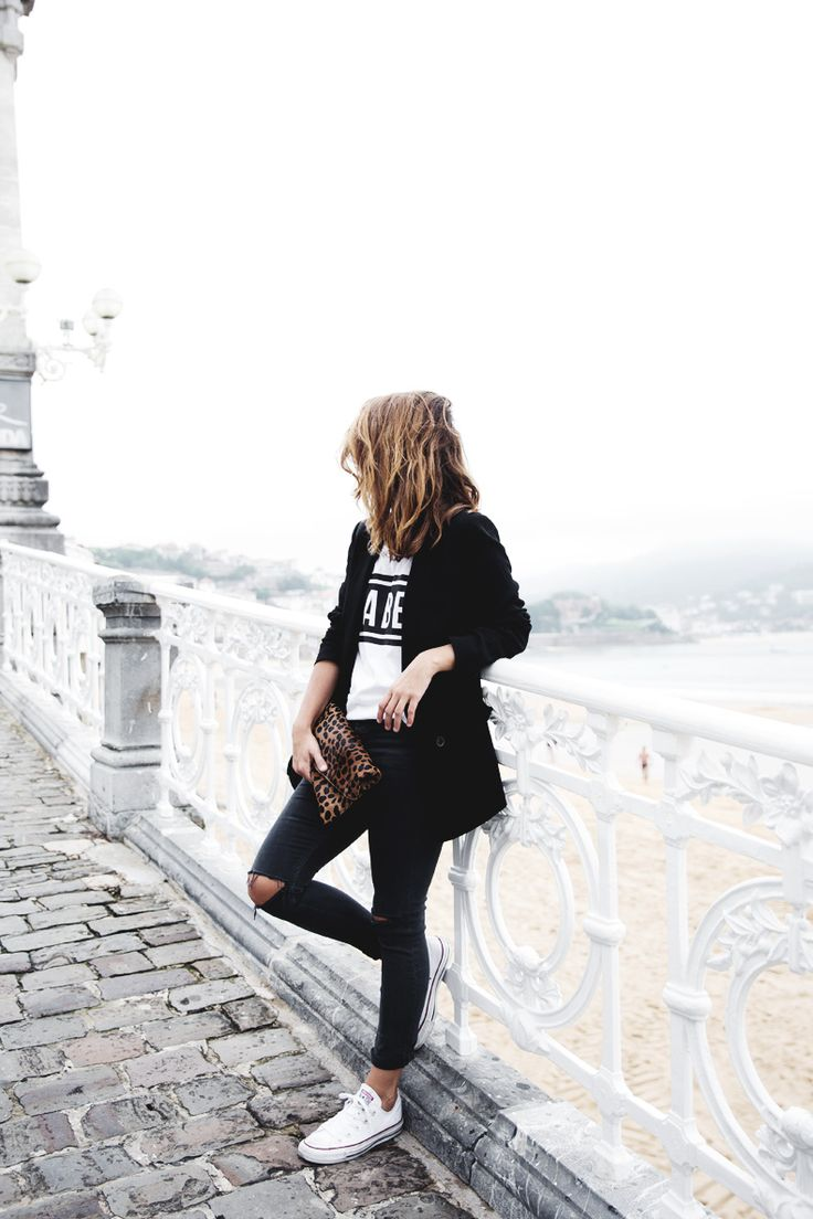 San_Sebastian-Lovers_And_Friends-Leopard_Clutch-Clare_Vivier-31