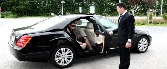 London Car Rentals provide car hire with driver in London services to cater all your needs. You can hire luxurious cars for business meeting, local sight seeing or personal use. http://www.lcr.co.uk/vehicles/CARS/1 Contact us on the number 020-8903-7777