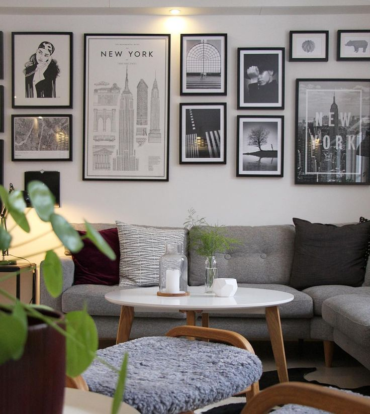 Mixed photo wall with illustrations, photographs and framed posters from Printler, the marketplace for photo art. Interior design by josefinegunhamre at instagram.