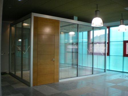 Combinación aluminio, vidrio y madera