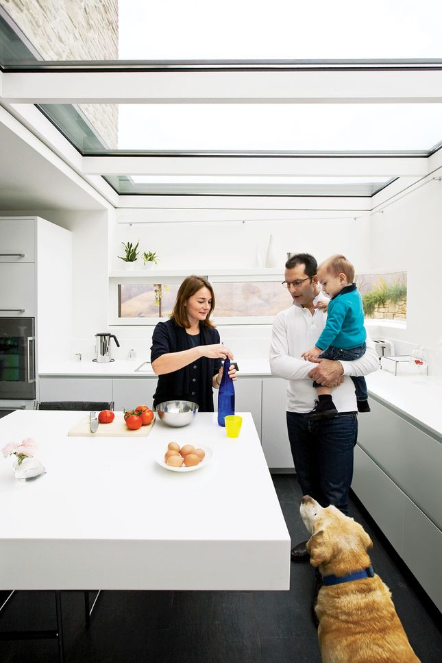 chiavelli residence kitchen - love the skylights here, but not sure how you keep a flat roof like this from leaking..