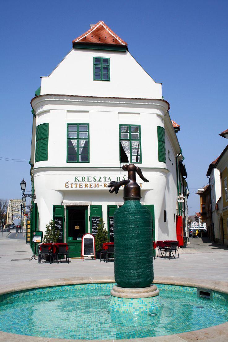 Kreszta-ház. Kriszta Building, home for the permanent exhibition of the work of Hungarian Ceramics Artist Margit Kovács. Győr, Hungary