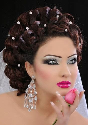 #unique formal hairstyle and beautiful make up.@Vahideh Bowman she reminds me of you! YOu should try this just for fun!