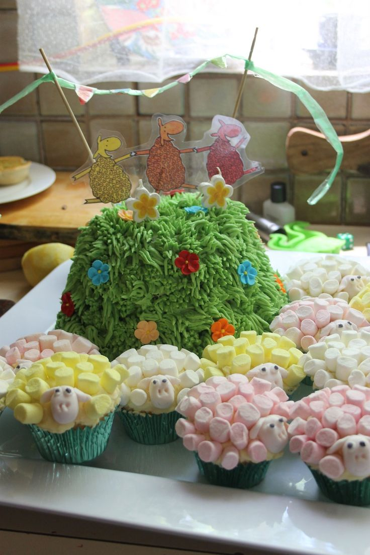 Where is the green sheep cake with sheep cupcakes