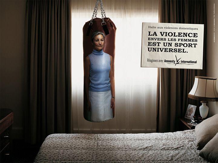 Эта социальная реклама, сделанная вместе с Amnesty International, утверждает, что насилие в отношении женщин превращается во всеобщий спорт