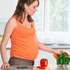 El peso durante el embarazo es algo que los ginecólogos suelen controlar de forma especial. Sobre todo en el caso de sobrepeso. El sobrepeso puede ser un factor de riesgo en el embarazo. Por eso, las embarazadas con sobrepeso deben cuidar de forma especial su alimentación.