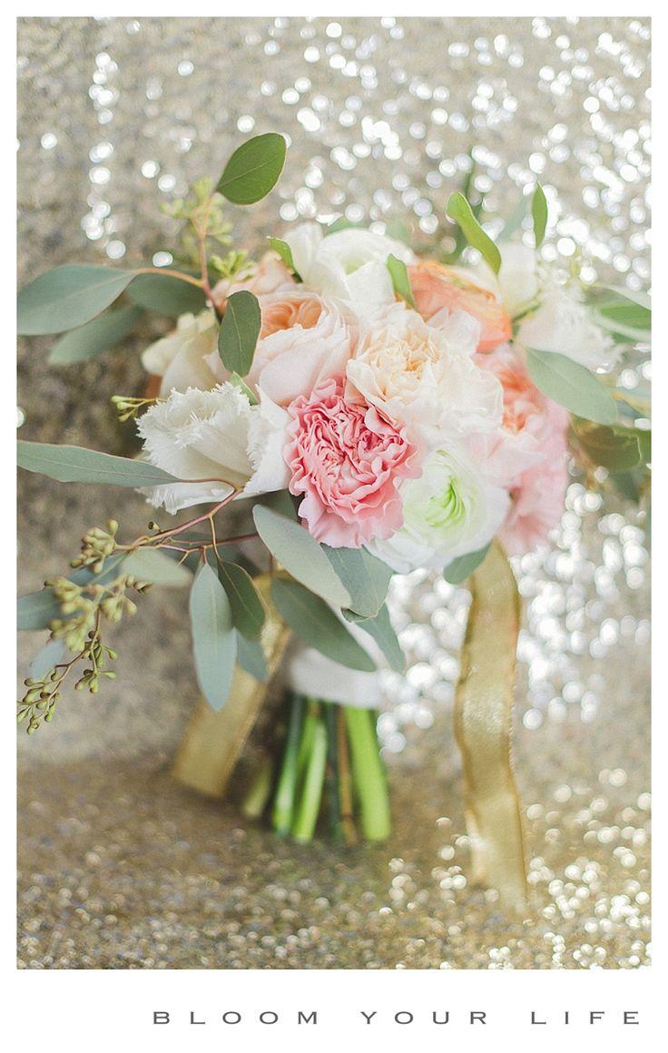Beautiful bridal bouquet with peach & golden accents  photographer: Alexandra Vonk  floral design: Bloom Your Life  venue: het Heerenhuis