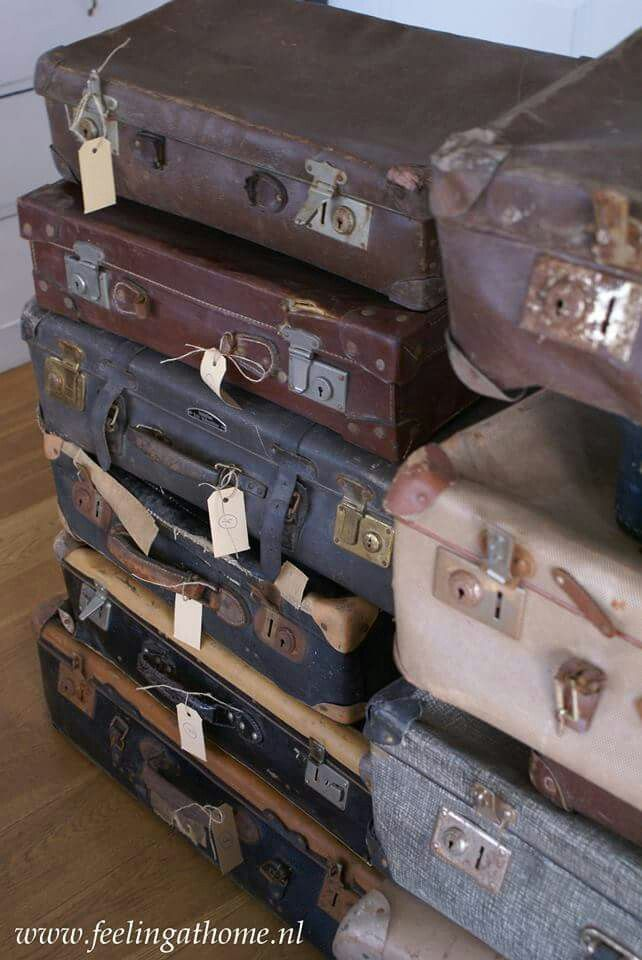 Vintage suitcases from €14,5 www.feelingathome.nl