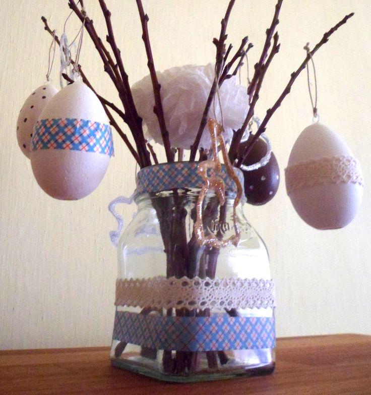 Befőttes üveg dekorálása öntapadós szalagokkal. http://nbmanufaktura.blogspot.hu/2015/03/husveti-tojasok-polisztirolbol.html