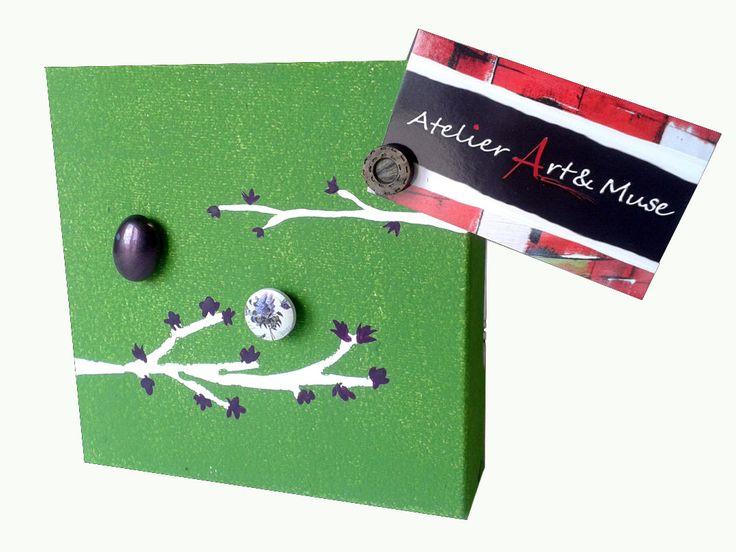 Toile aimantée, boutons aimantés, branche, verte , cadre, peinture abstraite, aimants, oeuvre unique, personnalisée, décoration de la boutique AtelierArtetmuse sur Etsy