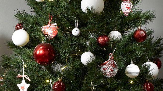 17 best ideas about guirlande boule on pinterest - Guirlande lumineuse pour sapin de noel ...