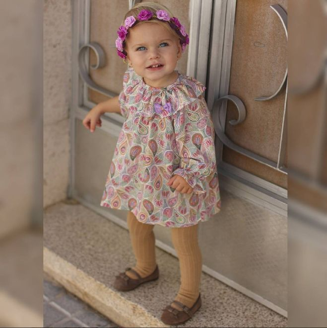 Esta niña no puede ir más bonita y cómoda con sus zapatitos Chuches.😍 🍭🍬👞🍬🍭  #CalzadoChuches #Zapatos #Niños #ZapateríaInfantil #Niñas #Bebés #CalzadoInfantil